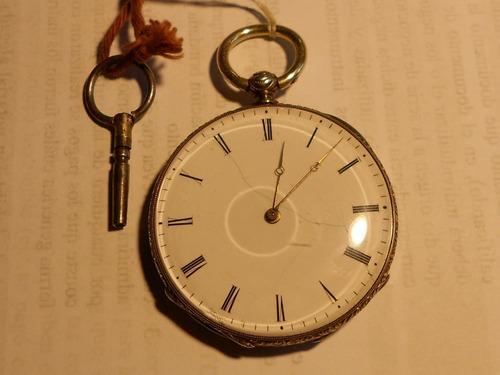 3fa65a4518e6 Reloj De Bolsillo De Plata Siglo 19 Con Llave