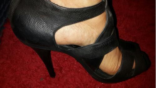 Sandalias Taco Stiletto 39 Marca Zara Negro Y Dorado Impecab