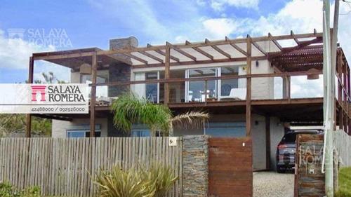 Venta Casa En Balneario Buenos Aires, 3 Dormitorios, 2 Dormitorios Independientes, Frente Al Mar