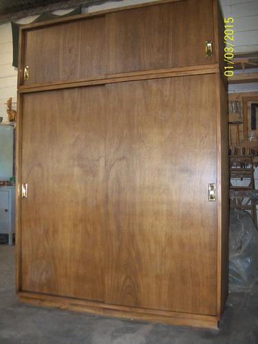 Placares en madera guatambu con puertas corredizas 12000 for Placares a medida uruguay