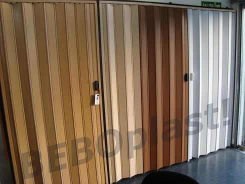 Cortinas de enrollar celosias puertas plegables pvc for Precio de puertas plegables