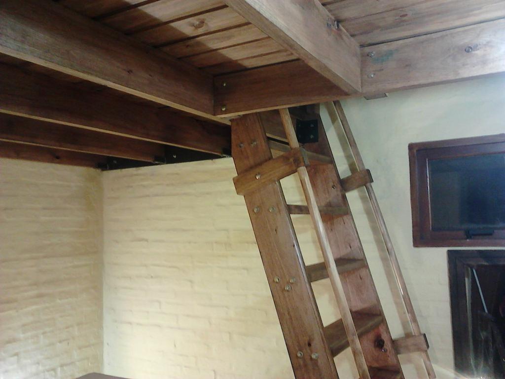 Entrepisos entrepisos hierro madera decks garages las for Escalera de madera para entrepiso