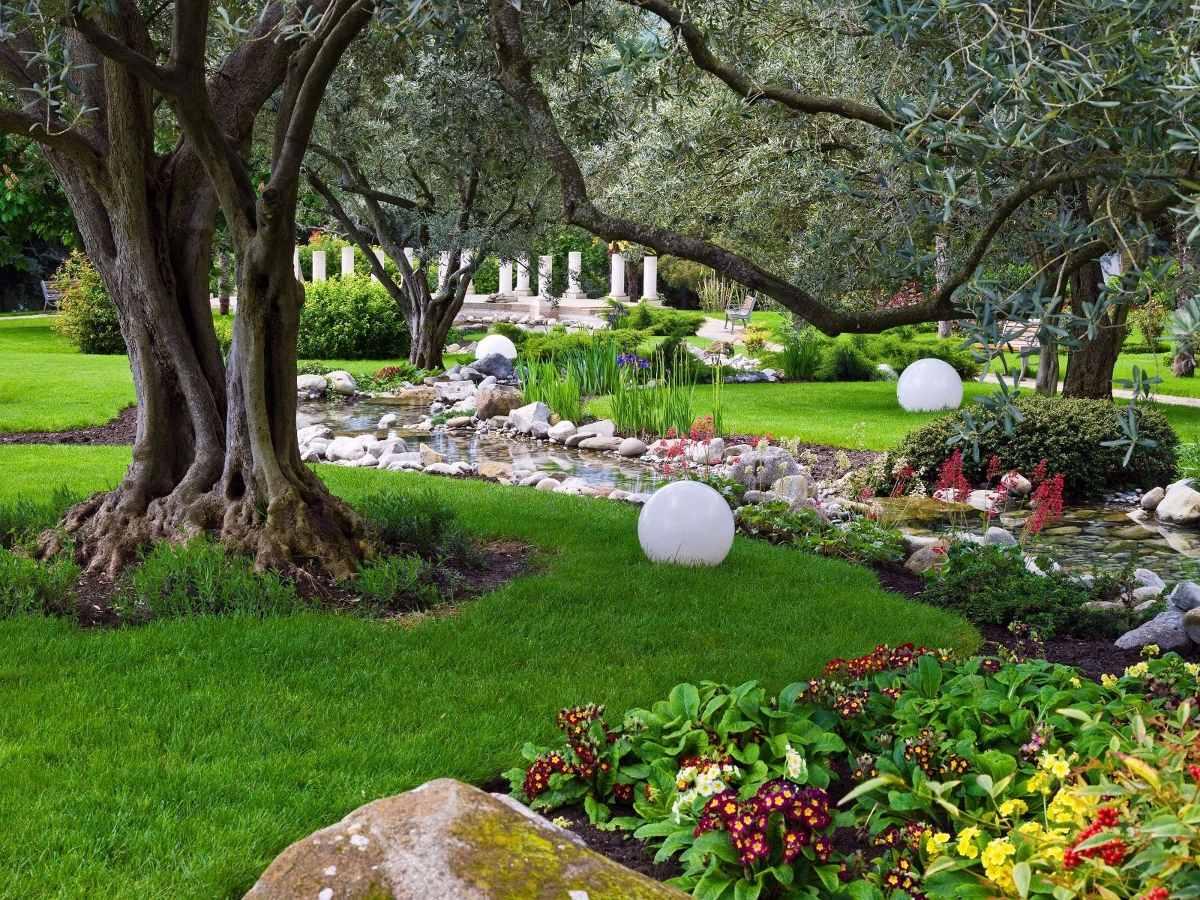 Poda tala de arboles jardineria limpieza de terrenos for Jardin en ingles