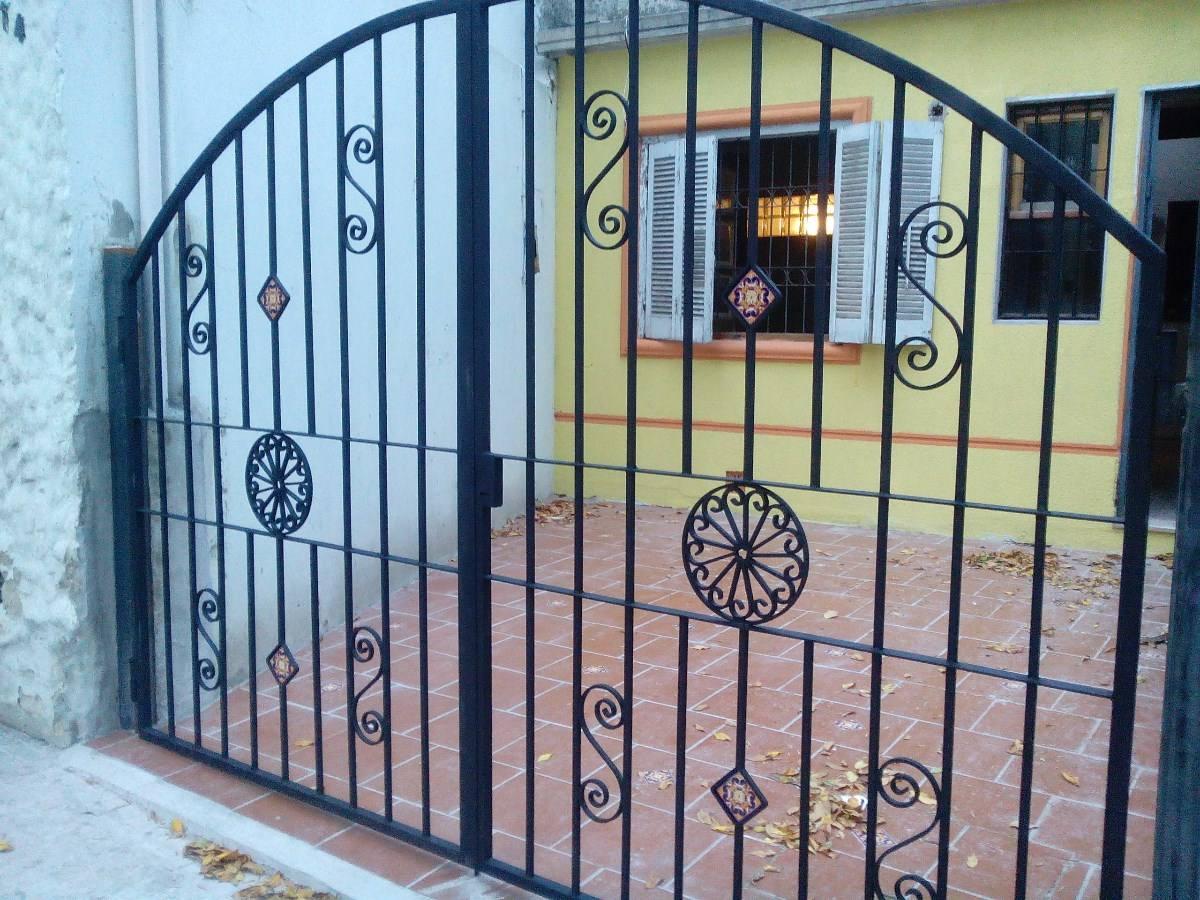 Pin fotos ventana antigua con reja hierro ajilbabcom for Puertas coloniales antiguas